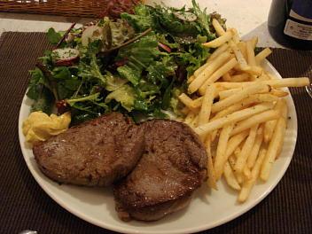 オージーランプ肉ステーキフリット+サラダ