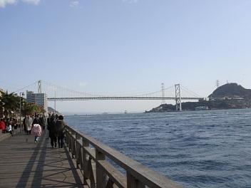 唐戸市場から眺める関門海峡