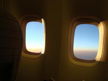 機内からのぞむ大空