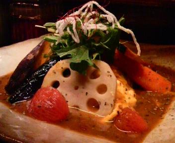 季節のお野菜とオムトマチーズのスープカリー