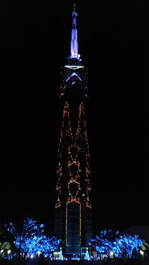 福岡タワー前の全景