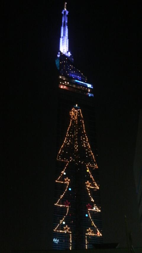 福岡タワーとクリスマスツリー