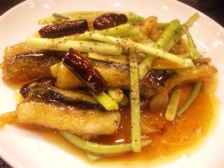蒜苗星鰻(アナゴとにんにく芽炒め山椒風味)