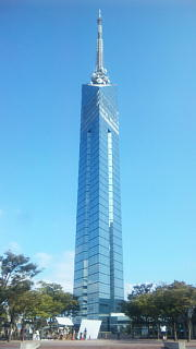 福岡タワー(クリックすると1080×1920ドットの写真が表示されます)