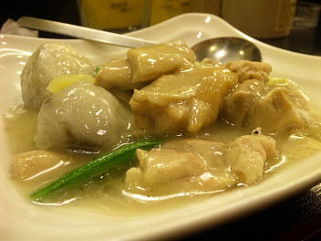 芋头鸡块(芋頭鷄塊)(里イモと鶏肉の塩煮込)