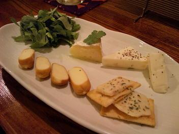 香草とチーズの盛り合わせ