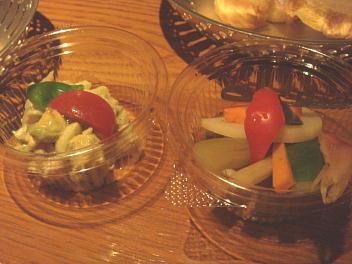 アボカドとトマト、野菜のピクルス