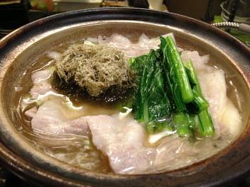 糸島豚と小松菜葛きりの土鍋煮