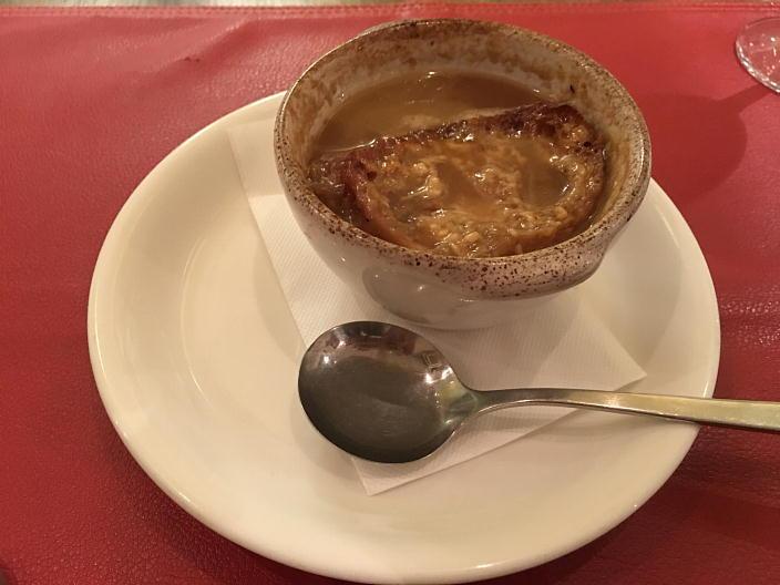 オニオングラタンスープ(写真は1人前を半分にわけていただいたもの)