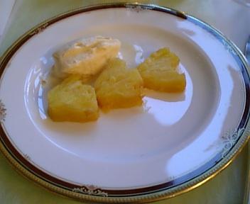 完熟パイナップルのフランベ