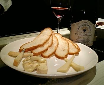 赤ワイン、チーズ盛り合わせ