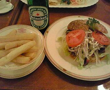 ステーキバーガー(フライドポテトとドリンクのセット)