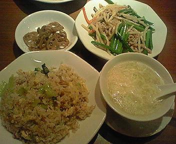 ディナーセット(大蒜の芽と豚肉の炒め)